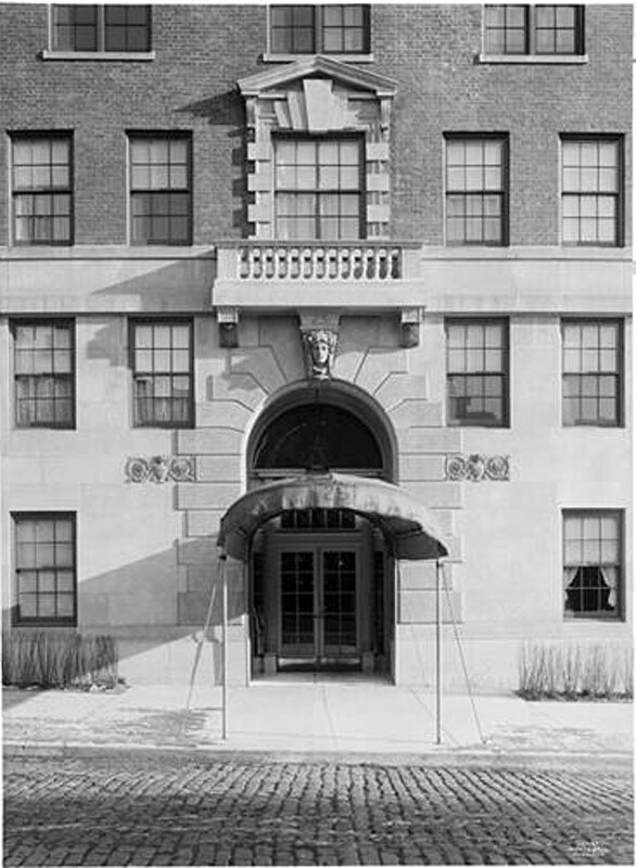 25 East End Avenue at the corner of 80th Street. Apartments, entrance.